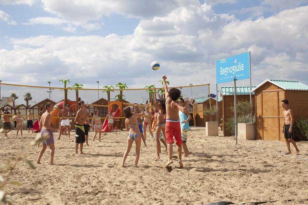 Servizi spiaggia offerti dal bagno giulia 85 riccione for Servizi bagno